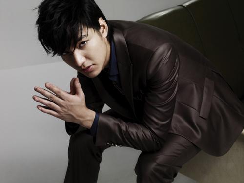 الممثل الكوري لي مين هو..(الفريق الاحمر) 20090806_leeminho2.jpg?w=500&h=375