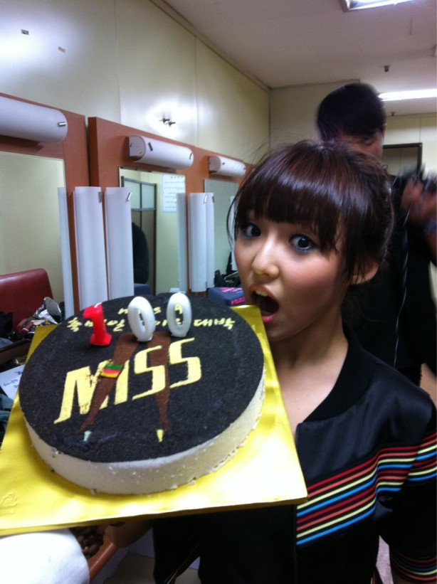 صور فرقة ^_*MISS A Min-twitter-100th-day-anniversary-101008